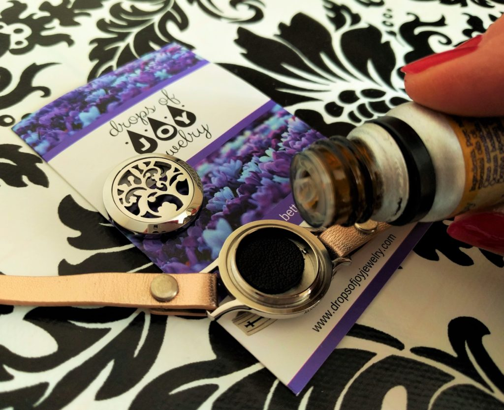 How to use Drops of Joy diffuser bracelet